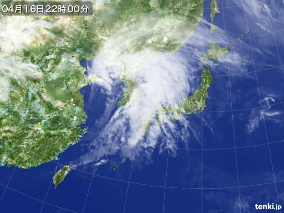 https://storage.tenki.jp/archive/satellite/2016/04/16/22/00/00/japan-near-large.jpg