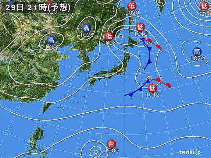 北日本 前線と寒気で雨や雷雨