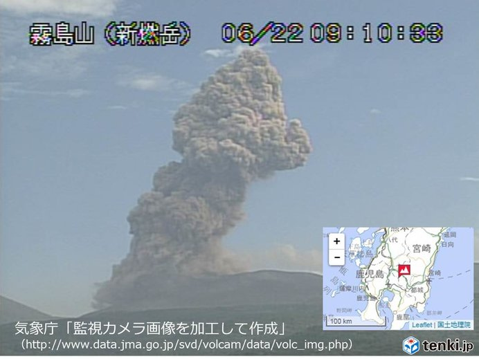 新燃岳で爆発的噴火 噴煙は東へ