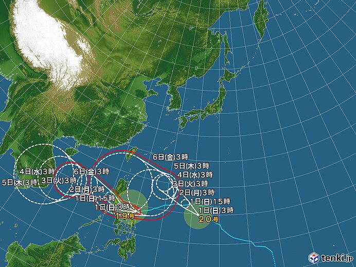 南には台風の雲