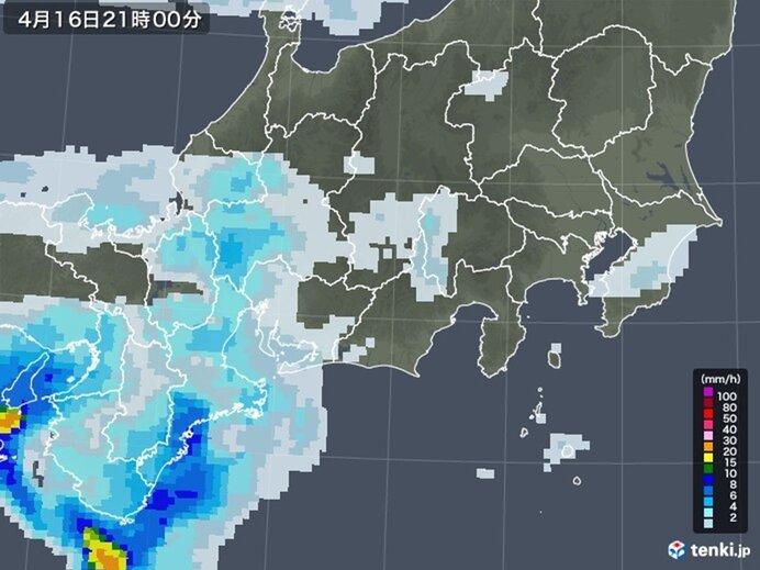 16日:夕方までやみ間が多いが、夜は本降りの雨