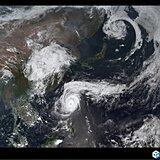 列島 夏と冬が同居 真夏日・台風・北は雪