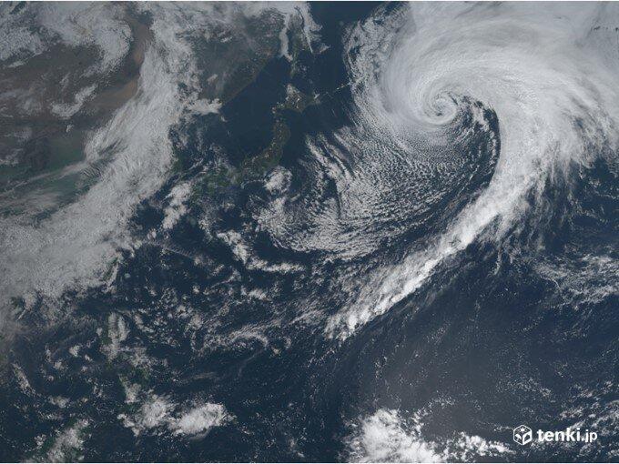元台風2号の低気圧 日本の東で急発達