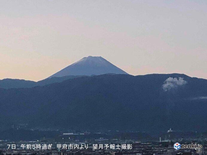 日本最高峰 富士山で平年より25日早い「初冠雪」 全国で今シーズン初