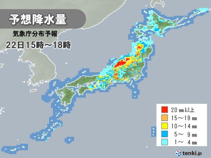 22日 前線通過 西から東へ活発な雨雲や雷雲 局地的に激しく降る