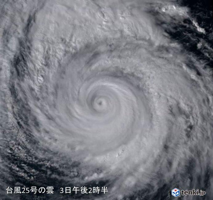 大型で非常に強い台風25号