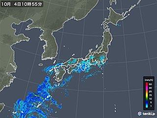 沖縄に台風25号の活発な雨雲 風も強まる