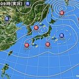 日本付近に低気圧3つ 九州で滝のような雨