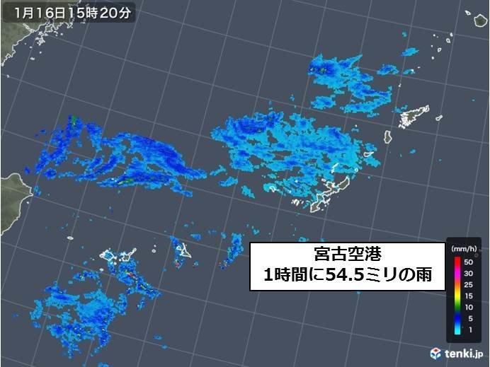 宮古島で滝のような雨 1時間50ミリ以上