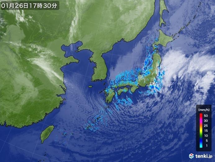 筋状雲は太平洋上まで