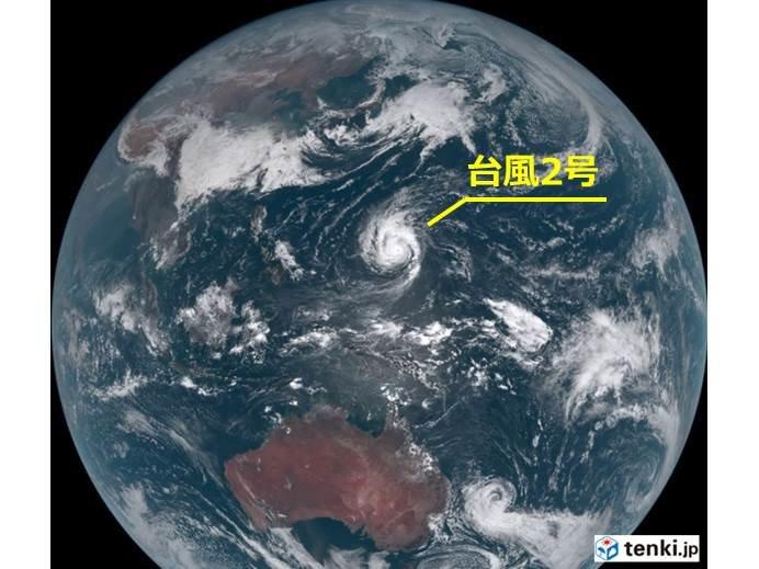 グアム付近の台風2号 非常に強い勢力に