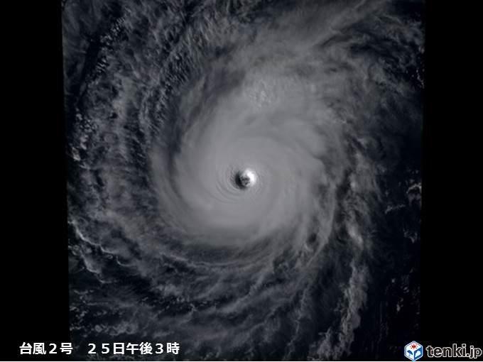 台風2号 2月では初めて猛烈な勢力に