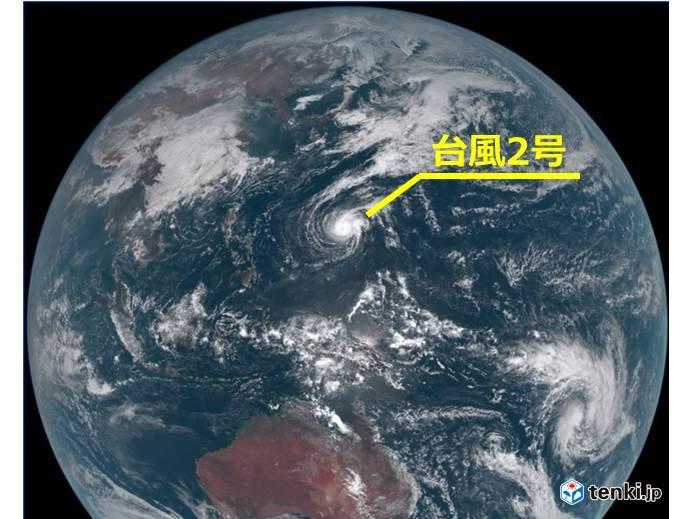 台風2号 2月として最も低い中心気圧に