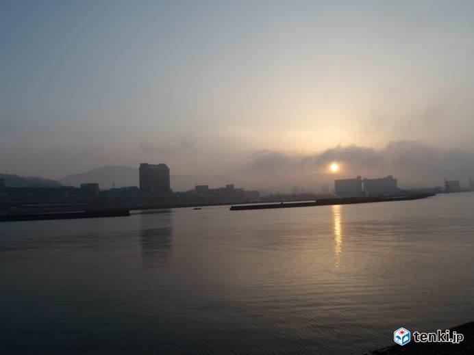 夕暮れの小樽天狗山を見ながら納竿