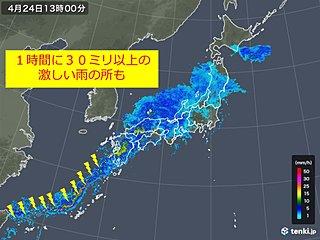 西日本で激しい雨 活発な雨雲が東進中