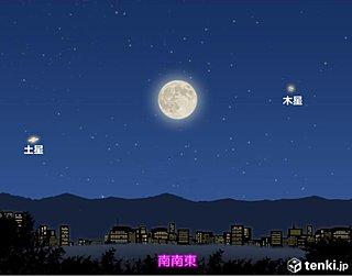 梅雨の晴れ間に輝く満月 木星と土星も並ぶ