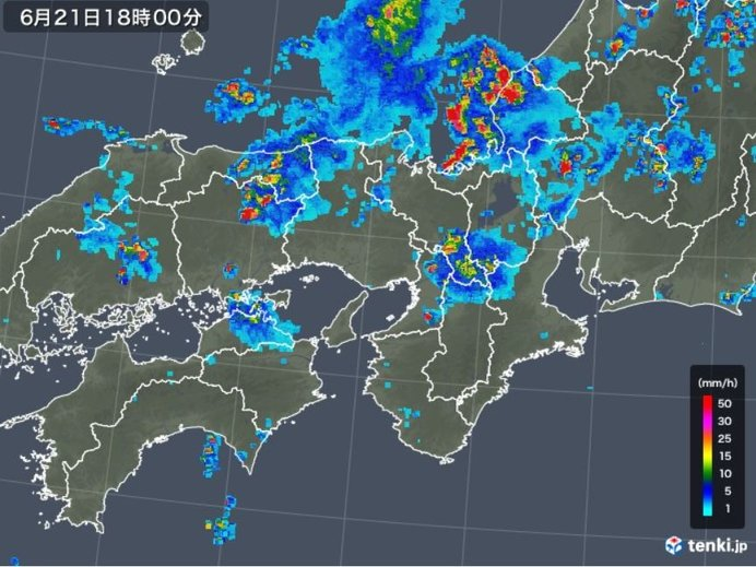 近畿地方 発達した雨雲が次々かかる