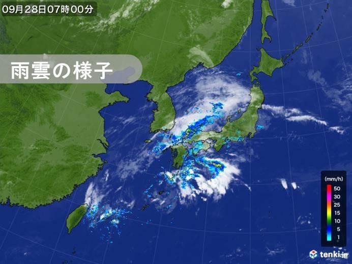 前線付近と四国の南に発達した雨雲