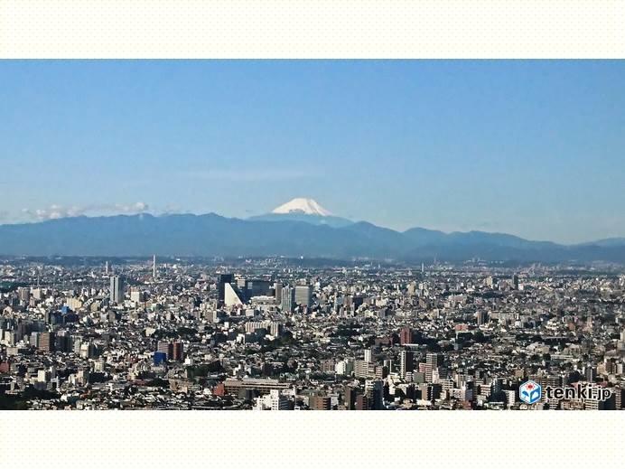 10日ぶりの快晴の朝 雪化粧した富士山