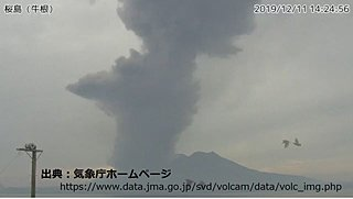 桜島が噴火 噴煙は高さ2800メートルに