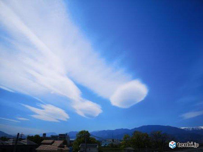 甲府の空にレンズ雲が出現 空を見上げてみて