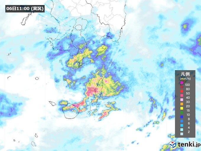 屋久島周辺 断続的に発達した雨雲 夕方まで非常に激しく降る恐れ