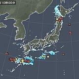 東北北部で雷雲発達 どしゃ降りの雨も 奄美には雷雲が連なる