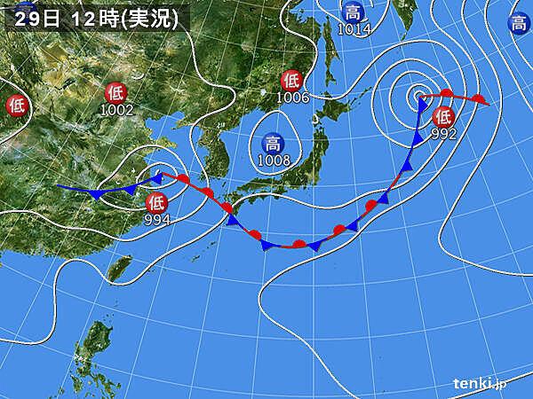 九州に雨雲 やや強い雨
