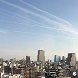 長い飛行機雲 近畿の天気は下り坂