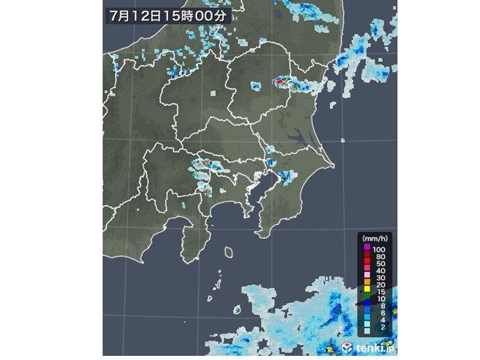 所々に活発な雨雲が