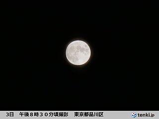 都心の夏の夜空を照らす 満月