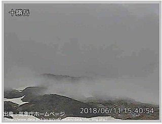 十勝岳で一時的な火山性地震の増加