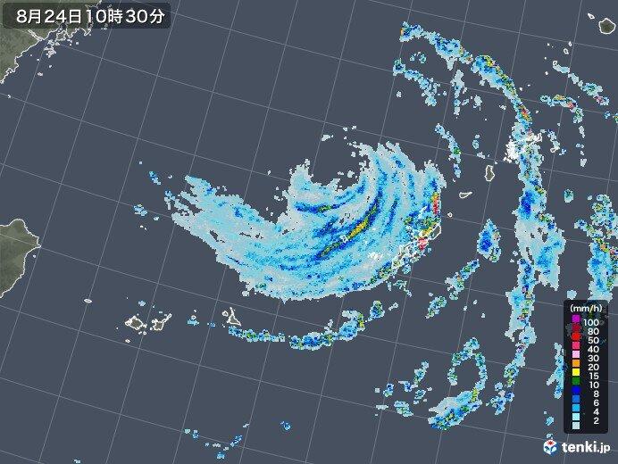 久米島が暴風域に