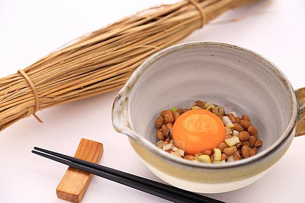 納豆には卵黄だけを入れるのがオススメ