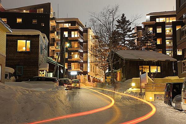 高級ホテルやリゾートマンションが建ち並ぶ。