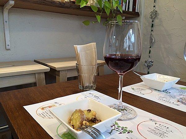 立川市産ベーリーAの赤ワインとあめりか芋のマヨサラダ