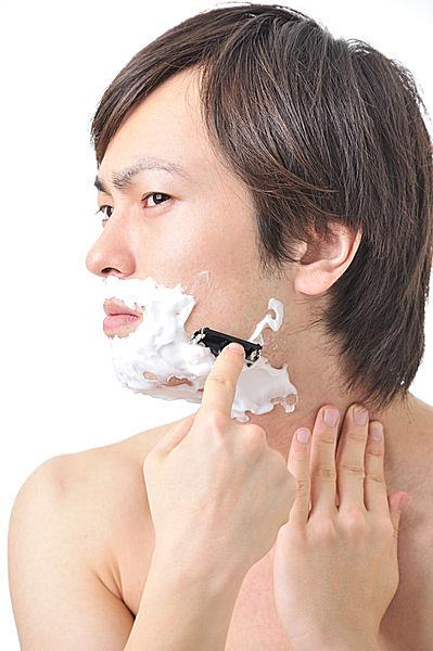 男性の圧倒的多数は、乾燥肌を放置したまま