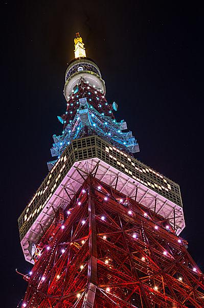ハートのイルミネーションの東京タワー