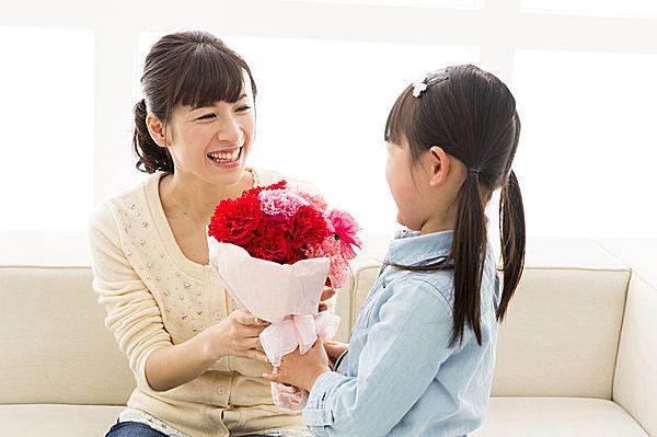 母の日にカーネーションを贈るのはなぜ?