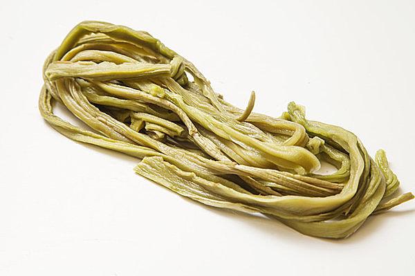 茎レタスを乾燥させた山くらげ 中華料理ではおなじみです