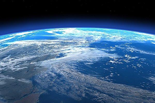 「地球はみずみずしい色調にあふれて美しく、薄青色の円光にかこまれていた」(ガガーリン)