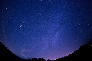 南の空を彩る一瞬のきらめき~いよいよ極大日を迎える「みずがめ座流星群」