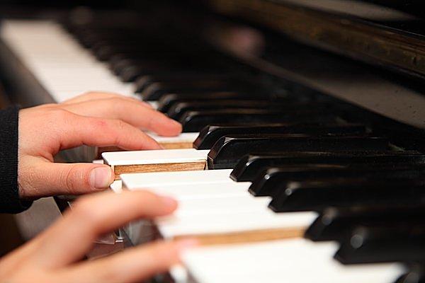 新年からピアノ! 高齢者ほど上手い理由とは