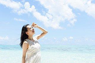 紫外線対策は「目」から。肌にも影響するってホント!?
