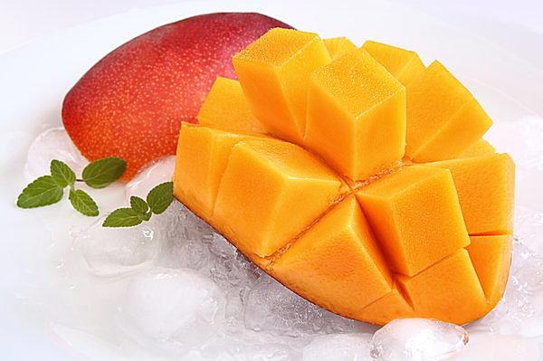 今が旬のマンゴーは、美味しいだけでなく、美肌作りや健康維持の強い味方!