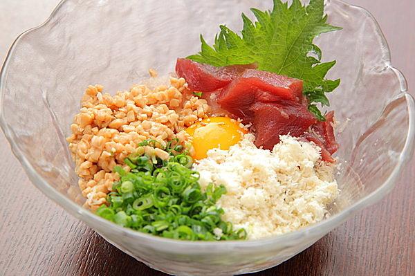 5つの食材を一度に食せる「五色納豆」