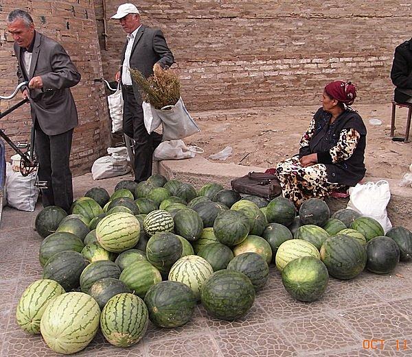 中央アジアのバザールにて