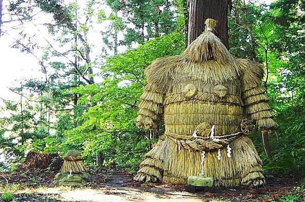 秋田の各地に出現する謎の巨神「鹿島様」とは?