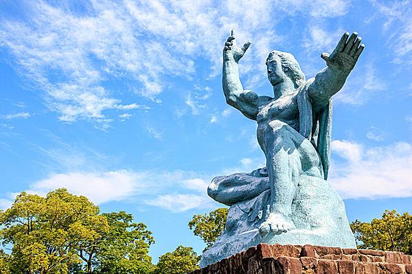 折鶴にいのち吹き込む原爆忌―句と歌からあらためて平和を願う夏