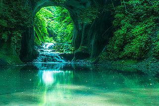 話題騒然! 都心から1〜2時間の「濃溝の滝」(千葉)は9月が撮影チャンス!